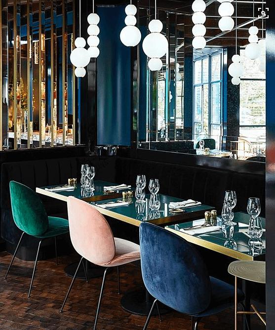 Restaurant with velvet details